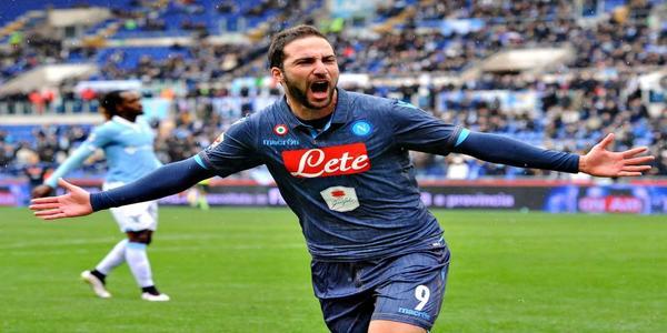 Chelsea mengejar Striker Napoli Gonzalo Higuain
